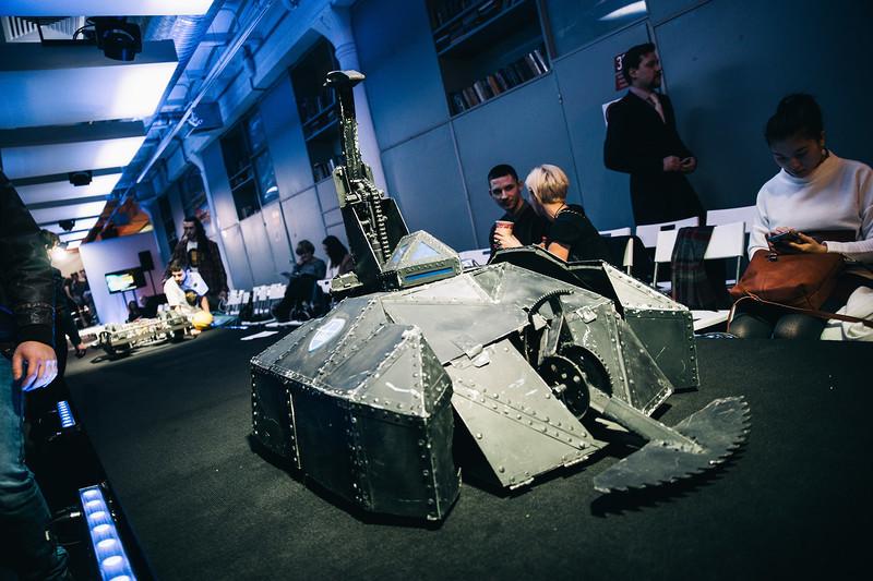 Секретный боевой робот МАИ - 6