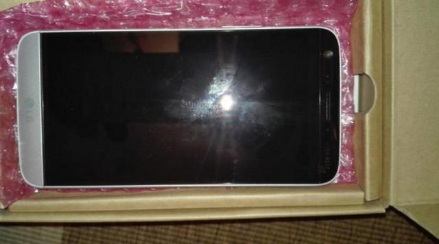 Появились живые фото смартфона LG G5
