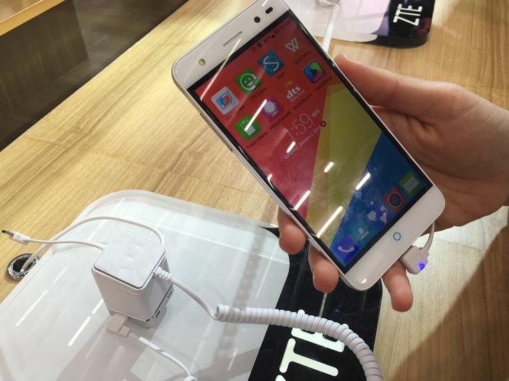 Анонсированы цельнометаллические смартфоны ZTE Blade V7 и Blade V7 Lite (фото с выставки) - 4