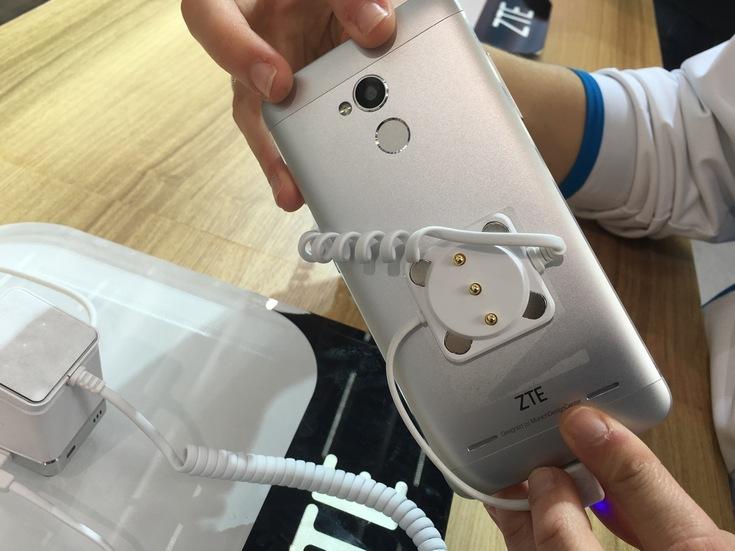 Анонсированы цельнометаллические смартфоны ZTE Blade V7 и Blade V7 Lite (фото с выставки) - 5