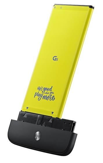 Представлен флагманский смартфон LG G5, который получит целую серию аксессуаров, подключаемых через универсальный слот