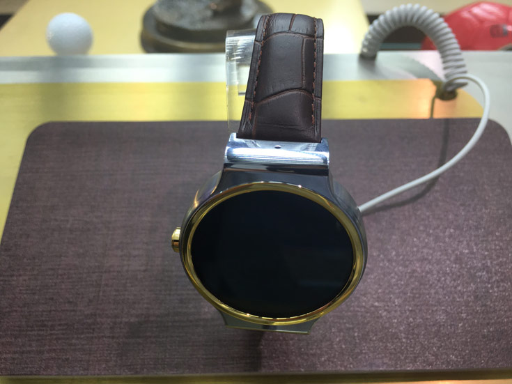 Цена ZTE Axon Watch — около 260 евро