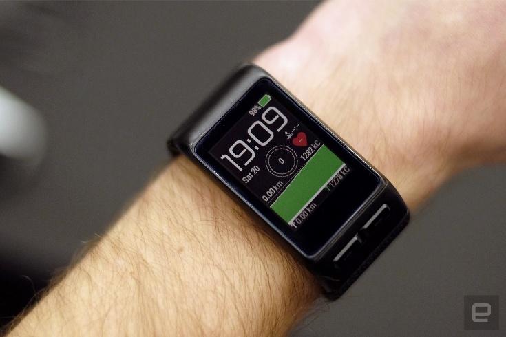 Умные часы Garmin vivoactive HR стоят $250