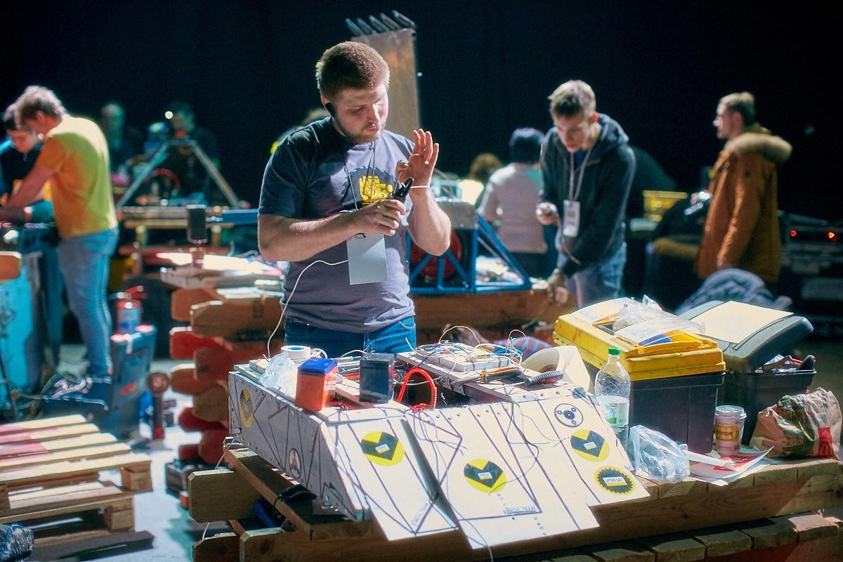 Фотоотчет с открытия боев роботов «Бронебот-2016» - 18