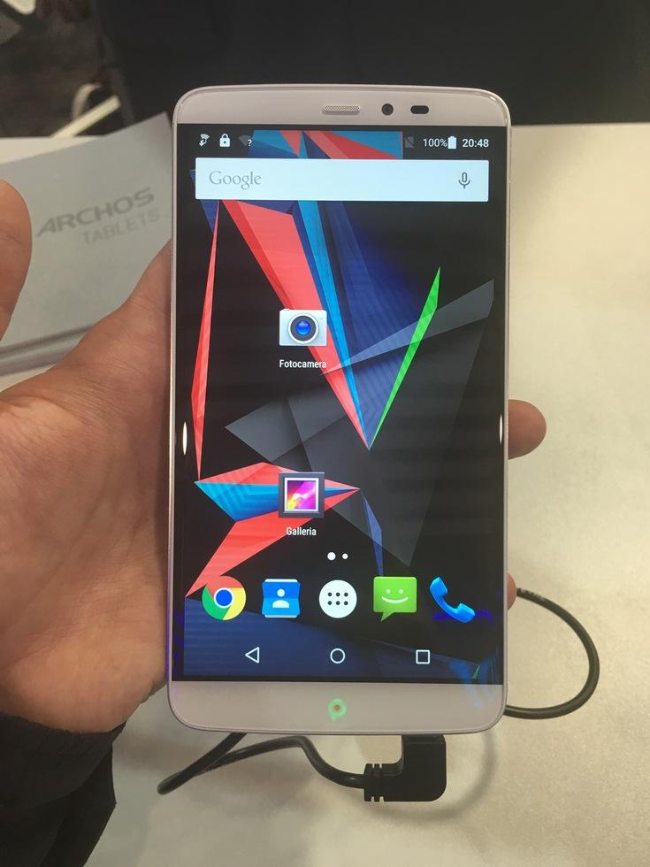 Смартфон Archos Diamond 2 Note получил SoC Helio X10 и шестидюймовый дисплей при цене 33 999 рублей (фото с выставки MWC 2016)