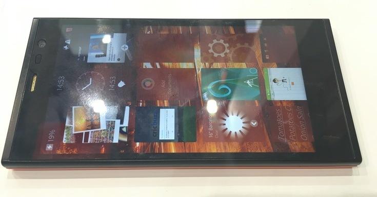 Финальную версию смартфона Intex Aqua Fish с Sailfish OS 2.0 показали на MWC 2016 (фото с выставки)
