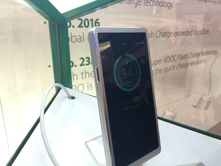 Oppo показала технологию быстрой зарядки Super VOOC Flash Charge