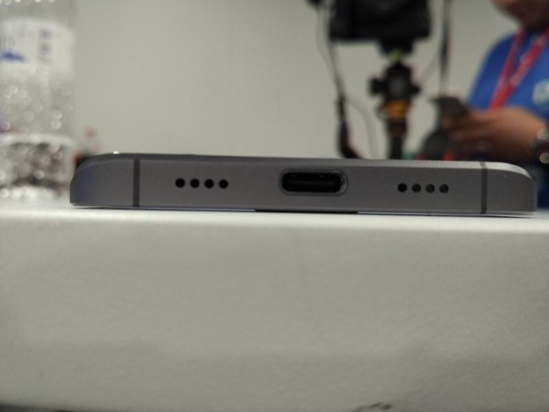 Про Xiaomi Mi5: недостатки, первые впечатления и живые фотографии из Барселоны - 4
