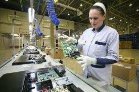 Польза от девальвации? Российские компании переносят сборку электроники из Азии в Россию - 1