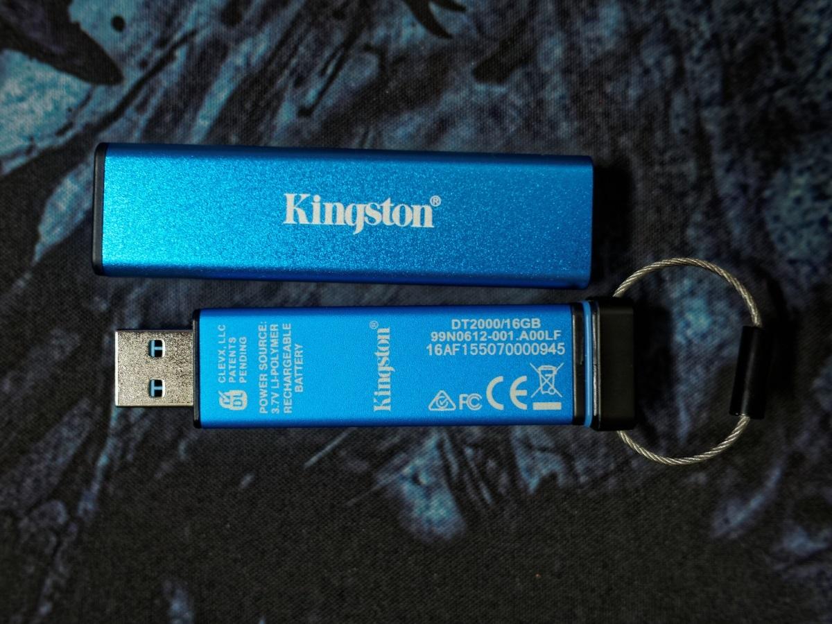 Защищенный USB-накопитель с ПИН-падом Kingston DataTraveler 2000 - 2