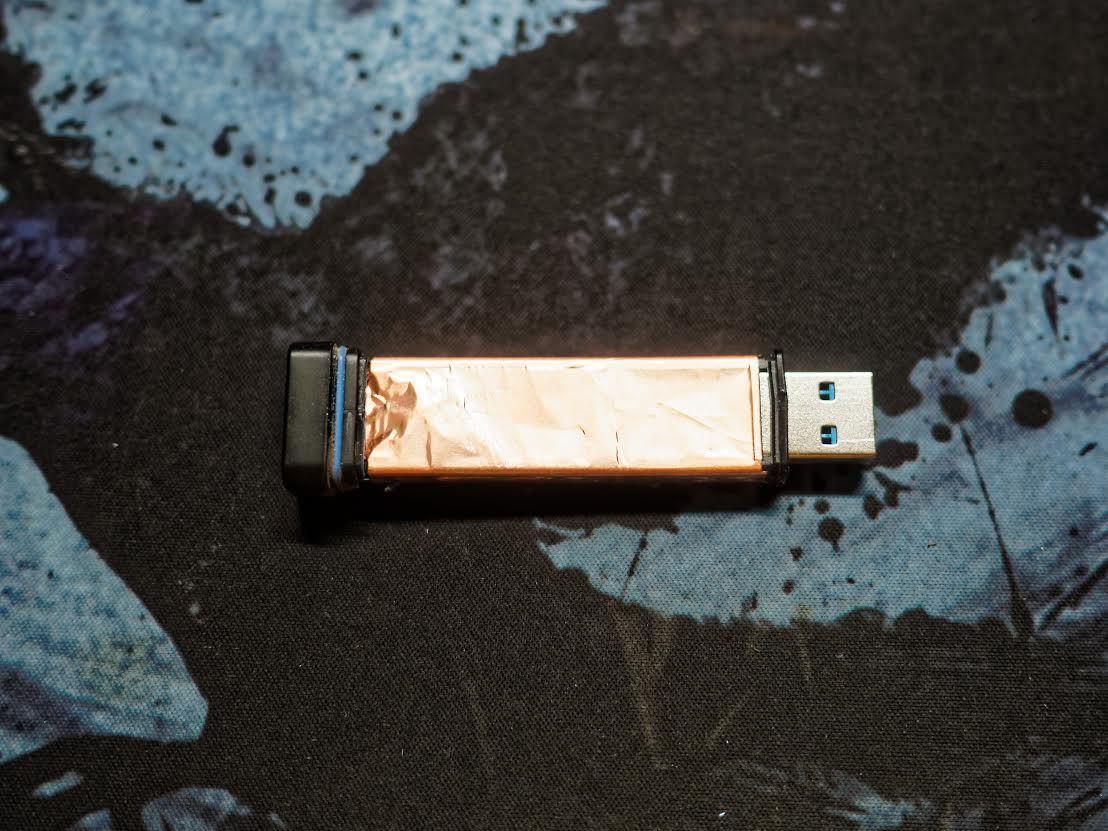 Защищенный USB-накопитель с ПИН-падом Kingston DataTraveler 2000 - 5
