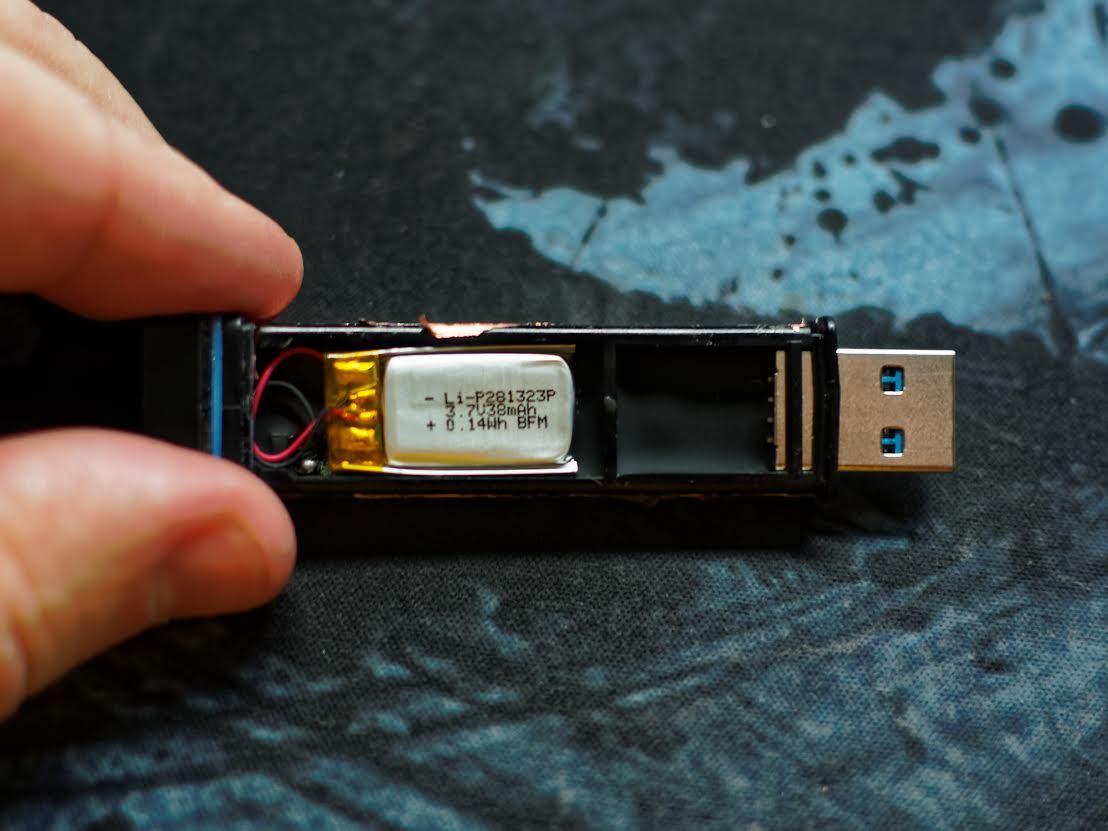 Защищенный USB-накопитель с ПИН-падом Kingston DataTraveler 2000 - 6