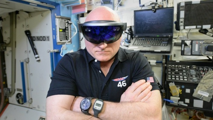 Очки дополненной реальности HoloLens доступны для предзаказа - 3