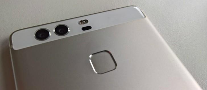 Появились первые фотографии Huawei P9, которые позволяют рассмотреть сам смартфон