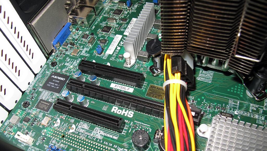 Сервер-кубик на базе платы Supermicro X11SSL-F  производства компании Entry