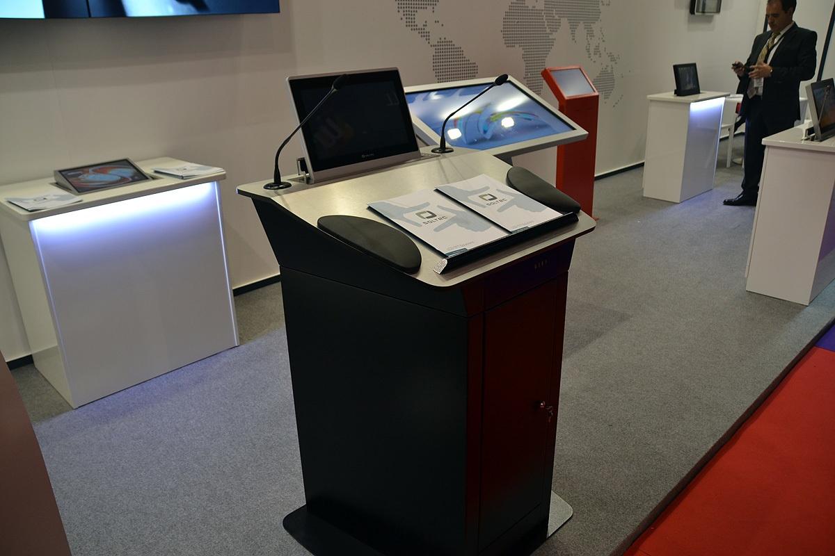 Свежая выставка ISE – новые светодиоды, экраны в окнах и как сломать экран, который не ломается - 21