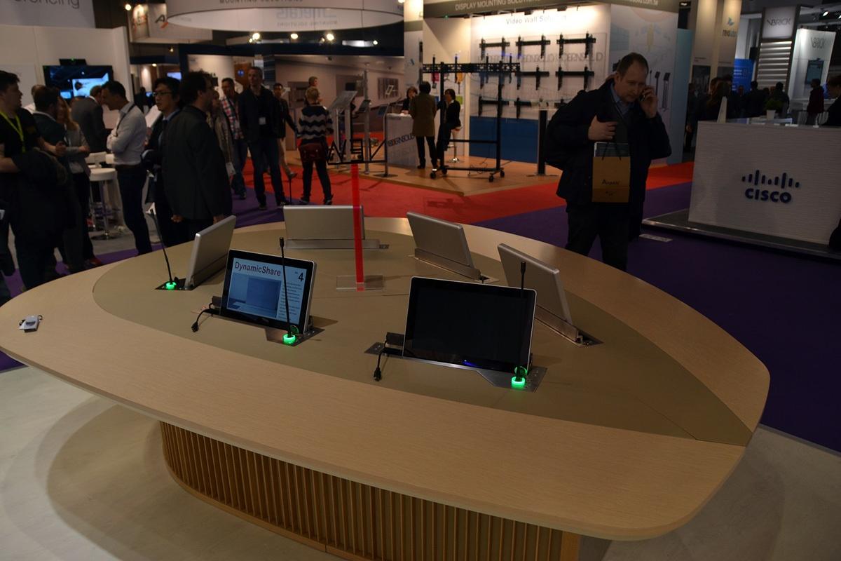 Свежая выставка ISE – новые светодиоды, экраны в окнах и как сломать экран, который не ломается - 22