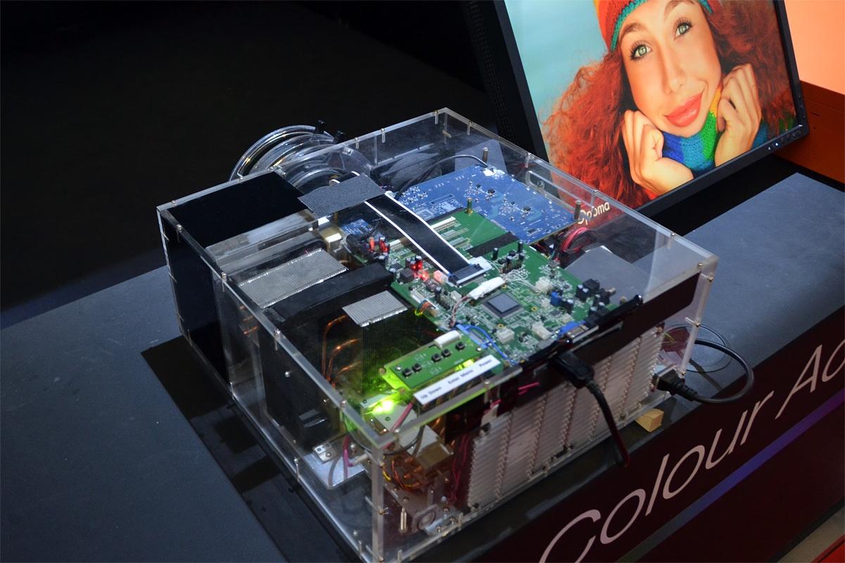 Свежая выставка ISE – новые светодиоды, экраны в окнах и как сломать экран, который не ломается - 28