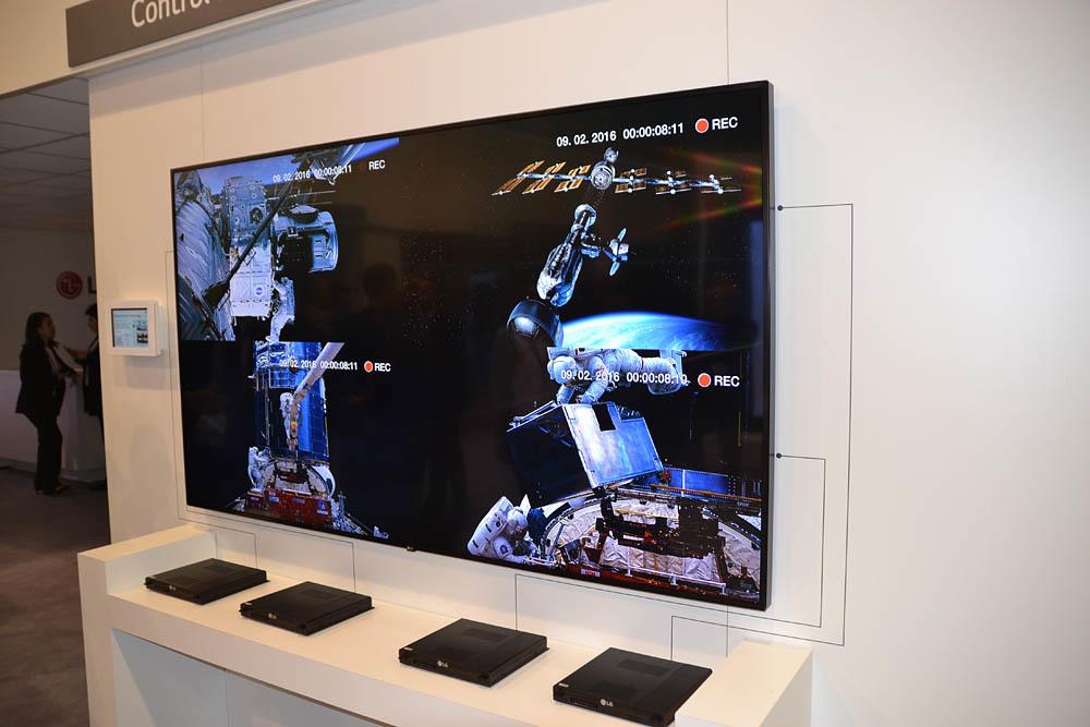 Свежая выставка ISE – новые светодиоды, экраны в окнах и как сломать экран, который не ломается - 8