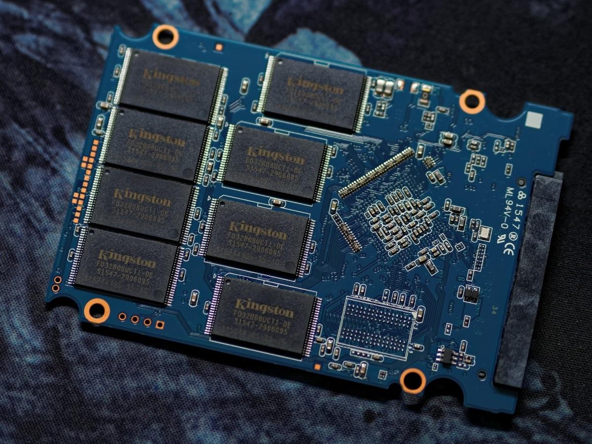 Твердотельный накопитель для корпоративного сегмента Kingston KC400 емкостью 512 гигабайт - 4