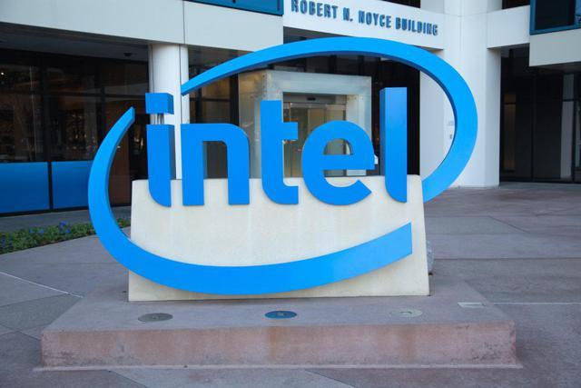 Закон Мура вернётся с переходом Intel на нормы 7 нм