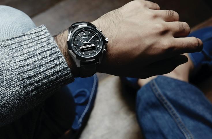 Часы Titan Juxt  стоят $250