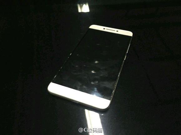 Появились новые снимки смартфона LeEco Le 2