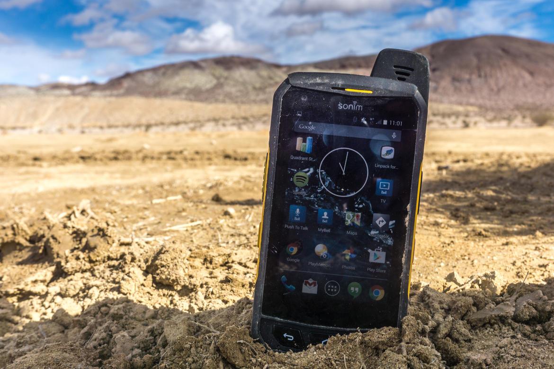 Защищенный телефон на все случаи жизни — небольшая подборка самых интересных примеров - 2