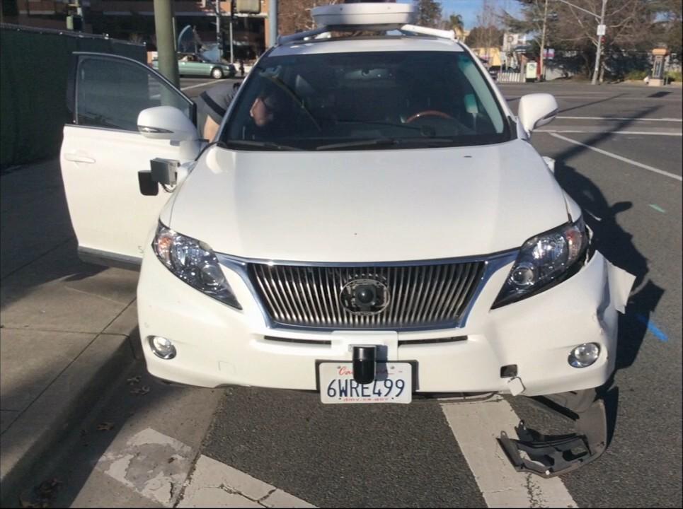 Видеозапись с камер наблюдения автобуса, столкнувшегося с автомобилем Google - 2