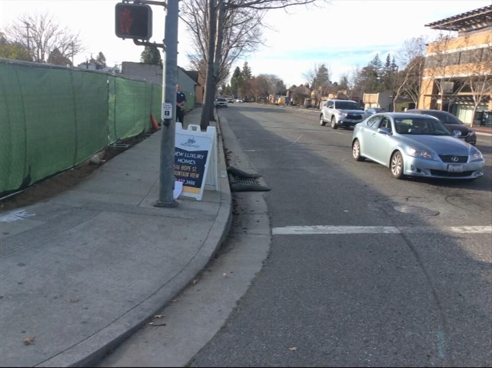 Видеозапись с камер наблюдения автобуса, столкнувшегося с автомобилем Google - 4