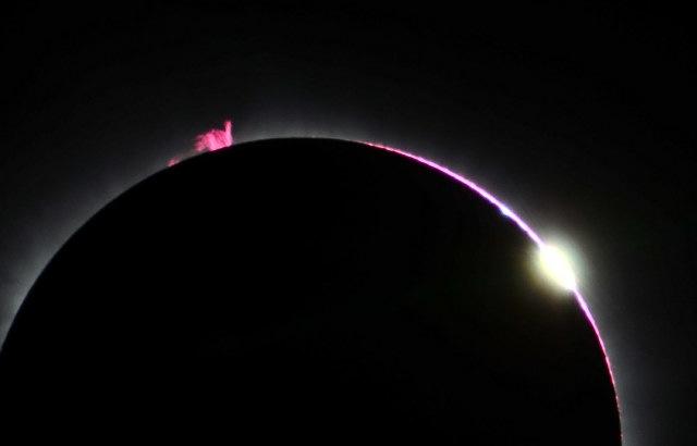 Фотографии и видео солнечного затмения 9 марта 2016 года - 6