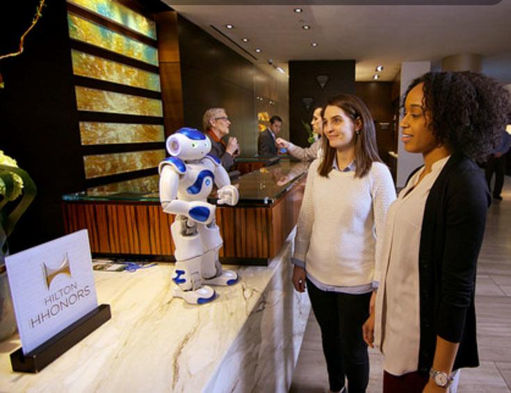 Задача робота Connie — помогать сотрудникам гостиницы, беседуя с постояльцами
