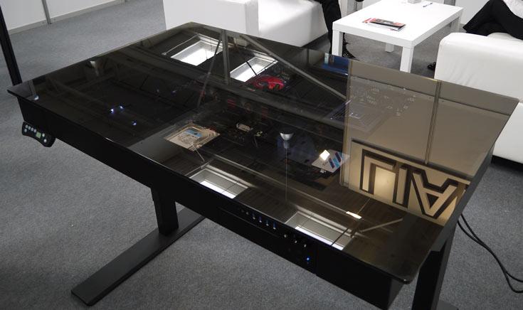 Компания Lian Li привезла на СeBIT новый вариант компьютерного корпуса в форме стола