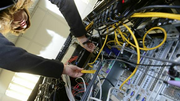Минкомсвязи разрешит трансграничную передачу данных только по сетям отечественных компаний - 1
