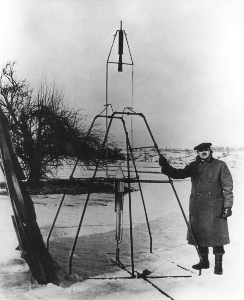 НАСА отмечает 90 лет с момента первого запуска ракеты на жидком топливе - 1
