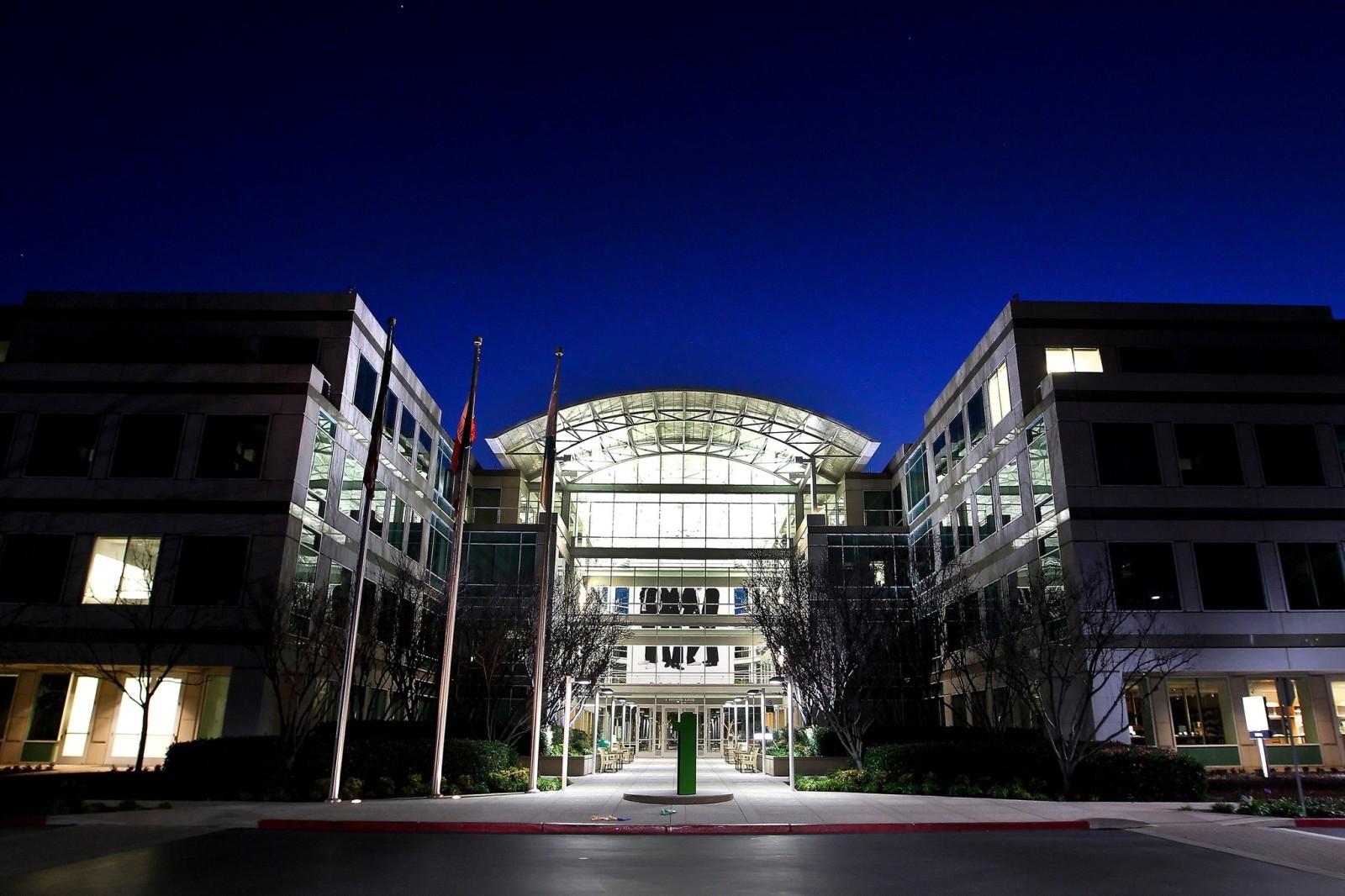 Разработчики шифрования iPhone могут уволиться из Apple, если им прикажут сотрудничать с ФБР - 1