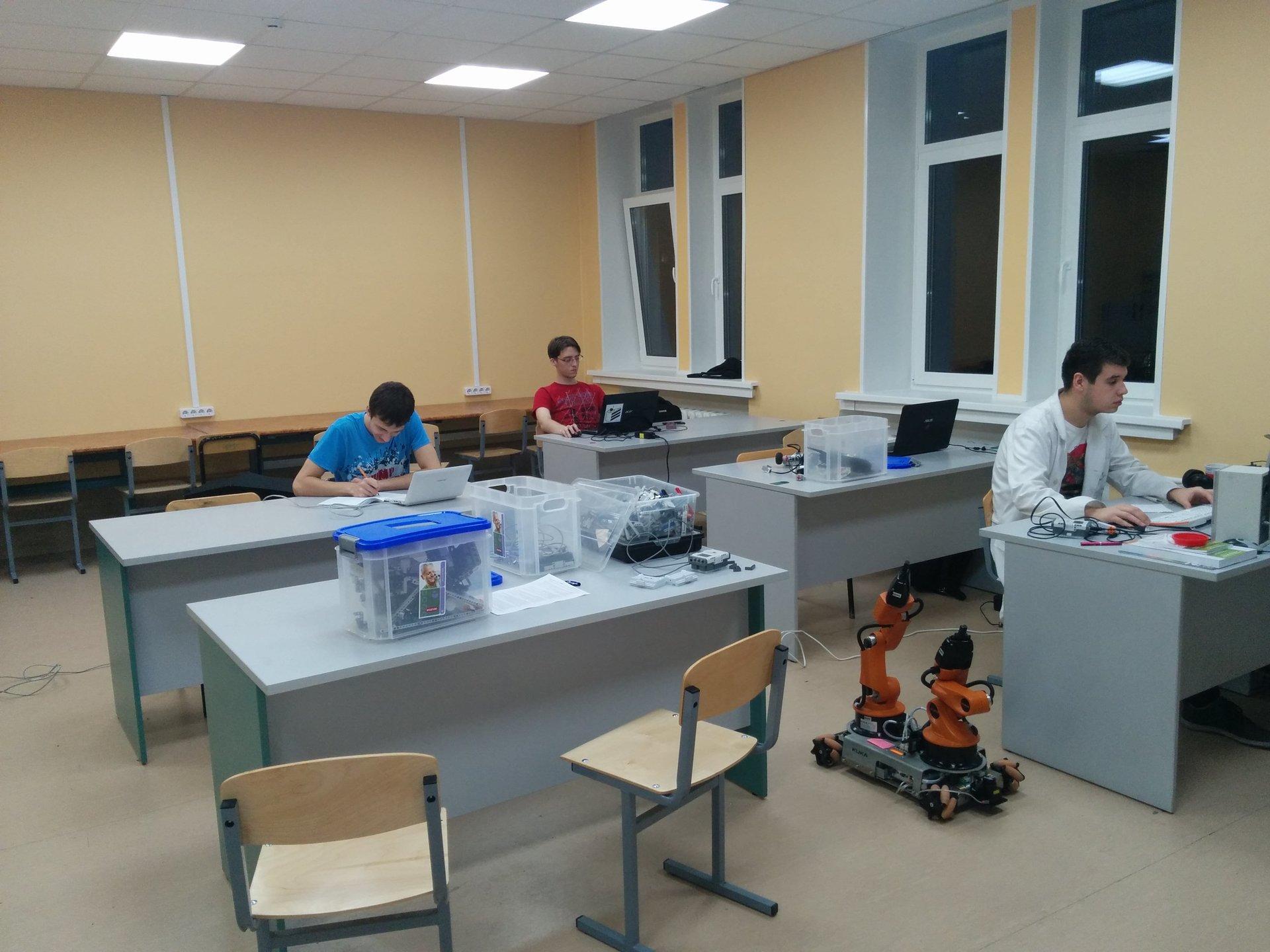 Как студенты Университета ИТМО создают роботов - 2