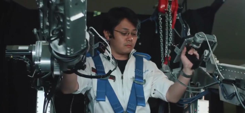На заводах Panasonic грузчики работают в экзоскелетах, как Борги - 5