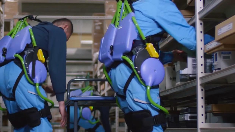 На заводах Panasonic грузчики работают в экзоскелетах, как Борги - 1