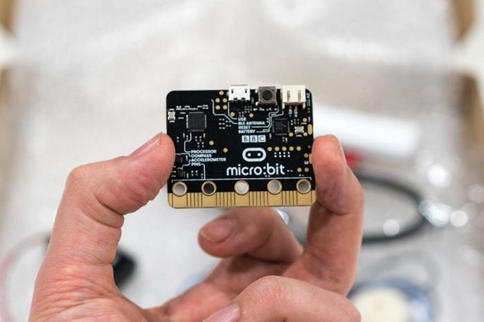 BBC начала рассылать миллион микрокомпьютеров micro:bit школьникам Соединённого Королевства - 1