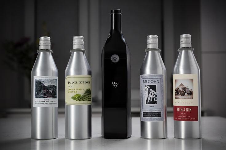 Разработчики называют Kuvee первой в мире умной винной бутылкой