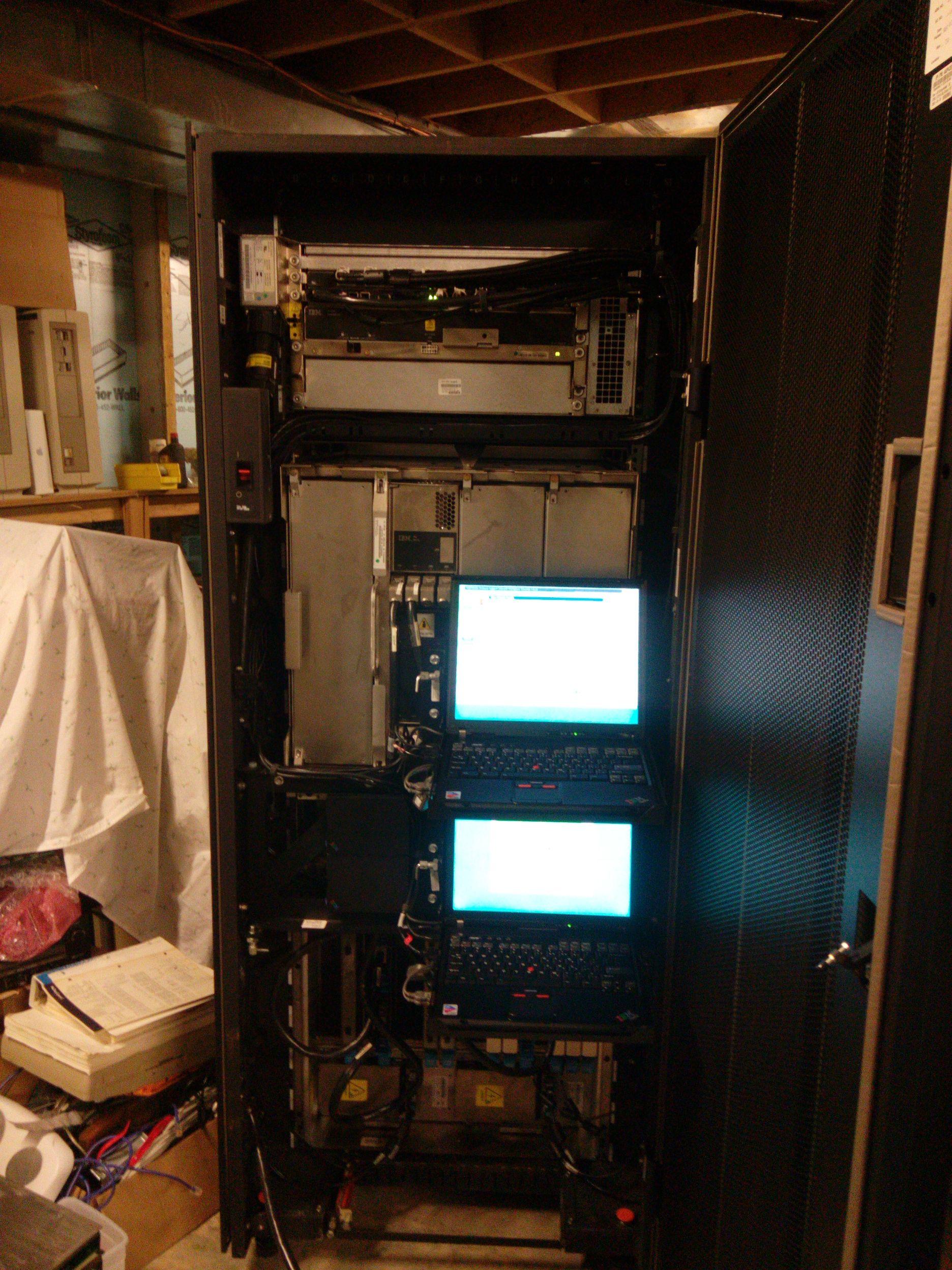 18-летний энтузиаст купил и установил в подвале мейнфрейм IBM z890 (2004 год) - 16