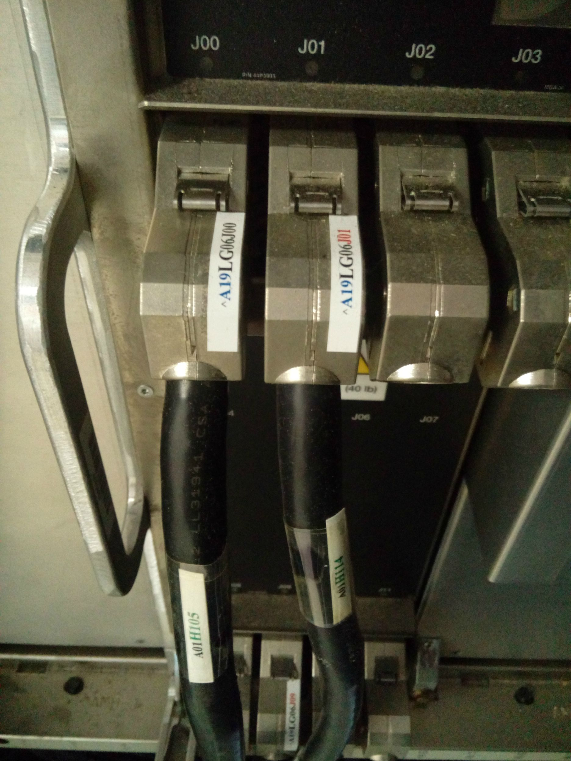 18-летний энтузиаст купил и установил в подвале мейнфрейм IBM z890 (2004 год) - 4