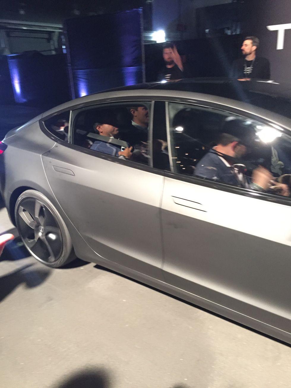 Tesla Model 3 официально представлена. Илон Маск говорит о 115 тысячах предзаказов - 4