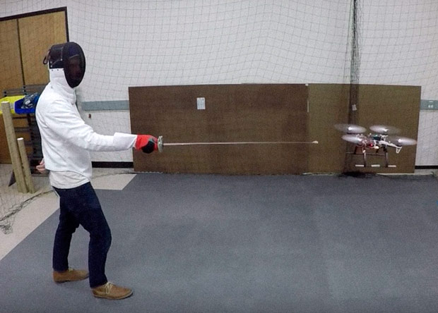 Дрона научили избегать ударов шпагой - 1