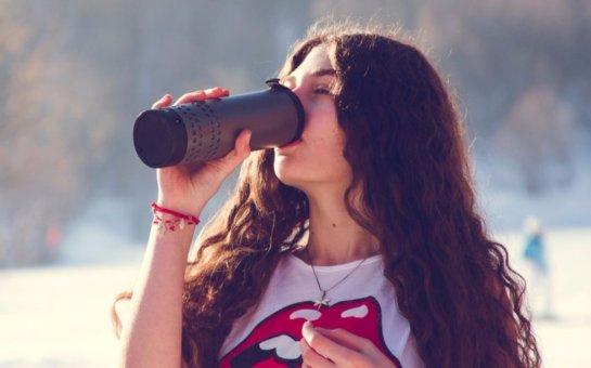Создана «умная» кружка, которая может нагревать и охлаждать напитки