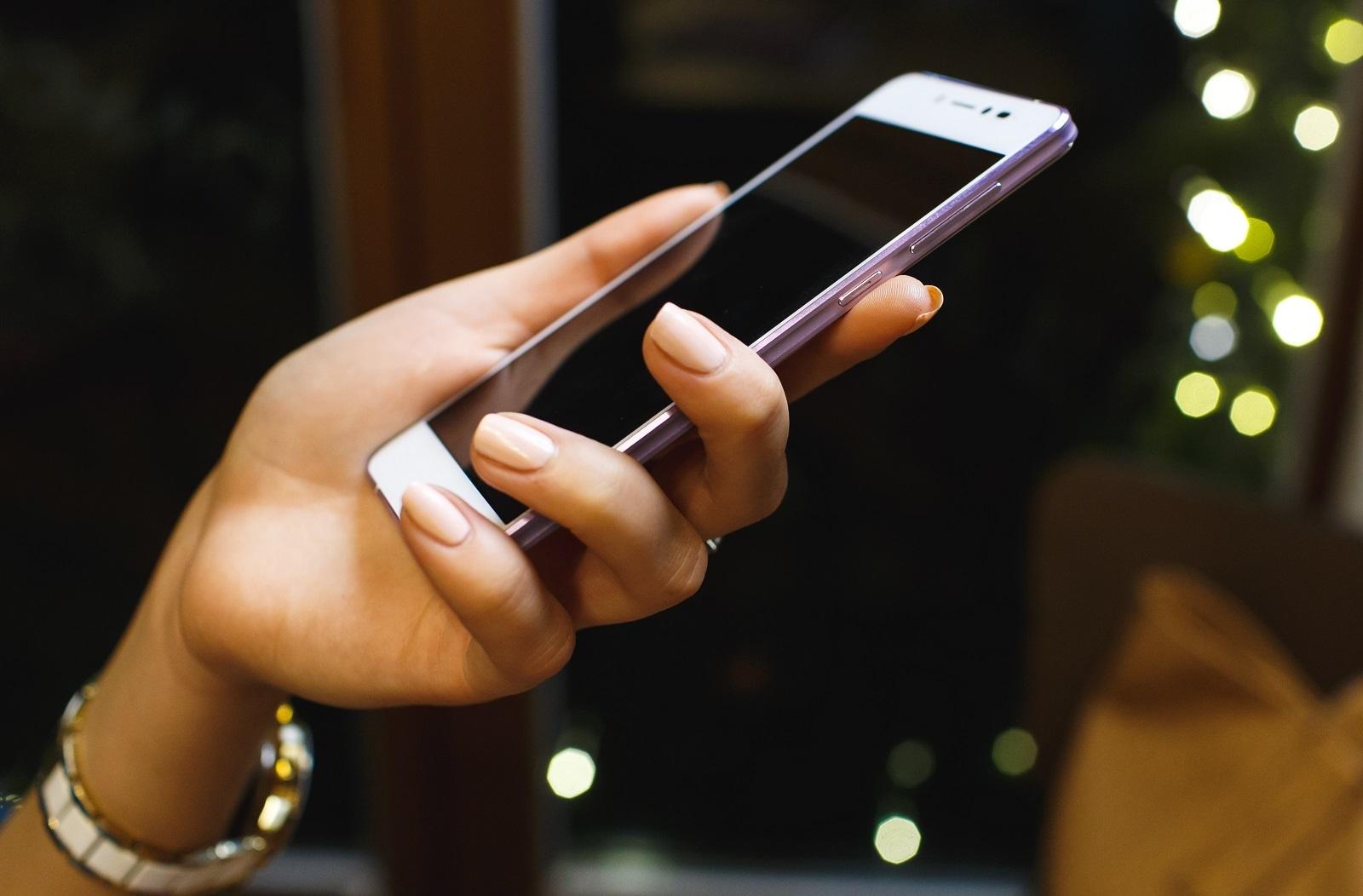 """Российский стартап готовит к выпуску 5,2"""" смартфон толщиной 5,7мм за $199 - 1"""