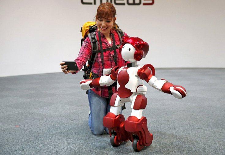 Hitachi представила робота EMIEW3