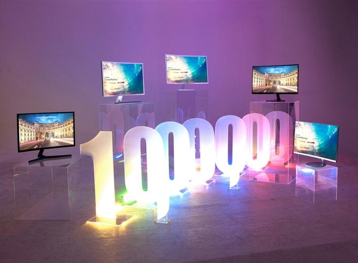 Samsung похвасталась продажами изогнутых мониторов