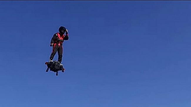 Flybord Air — первая реактивная летающая доска Фрэнка Запаты взмыла в небо на минувших выходных - 3